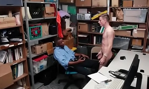 novinho pego roubando deu o cu pro policial pra n&atilde_o ser preso