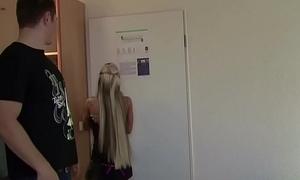 Stief-Bruder fickt seiner Schwester in den Arsch