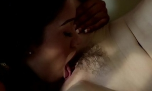 Ebony babe pussylicking and scissoring her gf