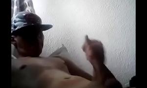 Chavo Hetero Masturbandose 5