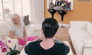 Close-fisted stepsis Cleo Vixen gets nailed