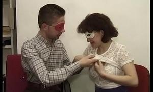 Luca con la sua ragazza ungherese Jenny che si fa chiavare il pesky in ufficio