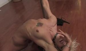 Lap dancer shows how to jerk off a slit